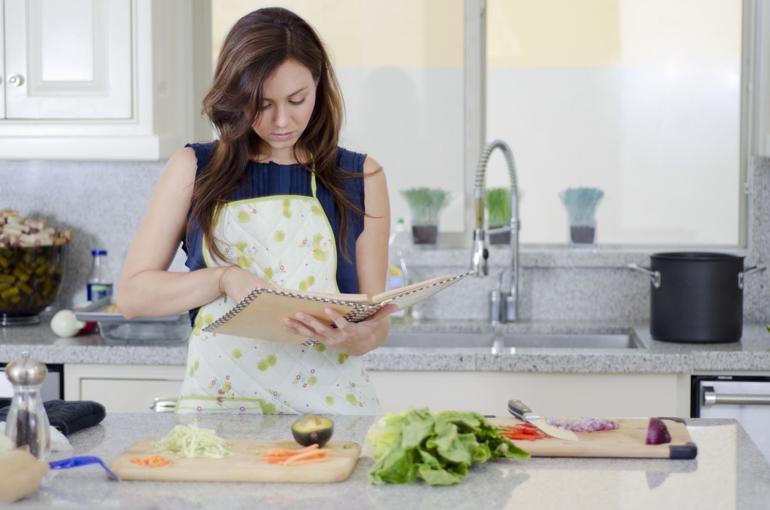 60 Món Quà Tặng Sinh Nhật Cho Bạn Trai Theo Từng Độ Tuổi - Tuổi từ 24-30 - Ảnh: Nấu ăn