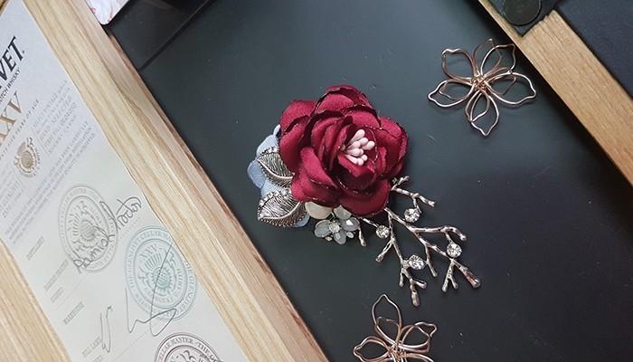 1 chiếc châm cài áo sẽ là món quà tặng vợ cho những dịp ra ngoài