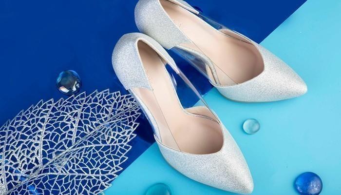 Phụ nữ văn phòng không thể thiếu được  những đôi giày cao gót