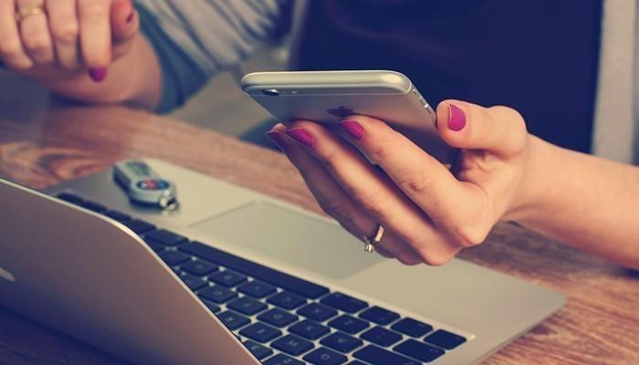 Một người vợ hiện đại sẽ luôn cần những thiết bị hiện đại để hỗ trợ làm việc