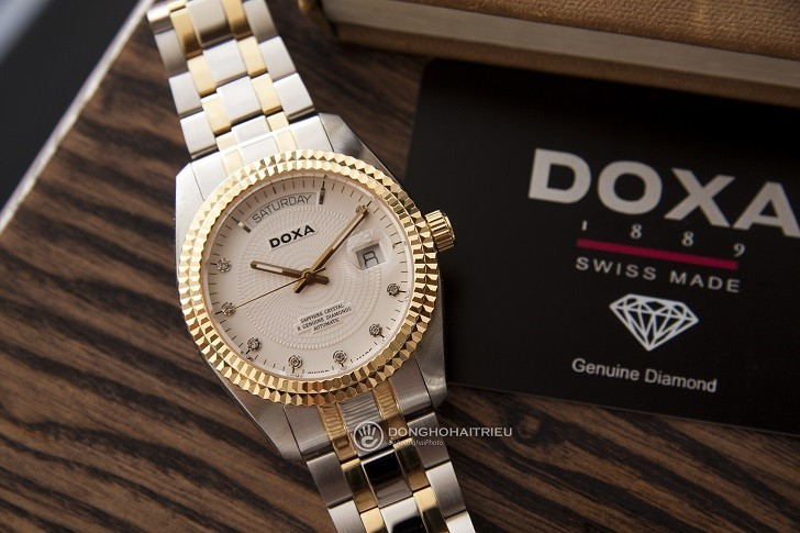 Đồng hồ Doxa D141TWH: vành khía, máy cơ, kính cyclops,... - Ảnh: 1