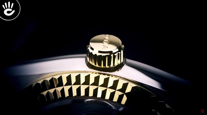 Đồng hồ Doxa D141TWH: vành khía, máy cơ, kính cyclops,... - Ảnh: 2