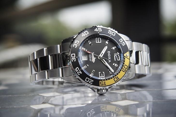 Đồng hồ Doxa D162SBY có bezel xoay, dạ quang Super-LumiNova - Ảnh: 12