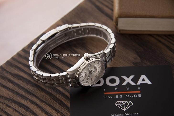 Doxa D217RIY đính 8 viên kim cương, dùng dây đan thủ công - Ảnh: