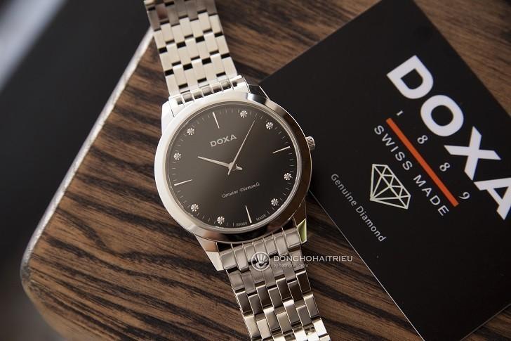 Lý do đồng hồ Doxa D157SBK máy quartz, giá hơn 18 triệu - Ảnh: 1