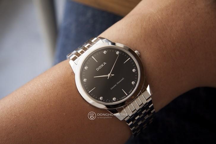 Lý do đồng hồ Doxa D157SBK máy quartz, giá hơn 18 triệu - Ảnh: 3