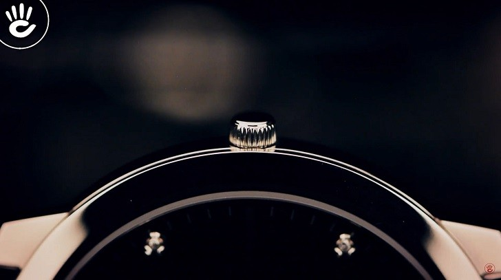 Lý do đồng hồ Doxa D157SBK máy quartz, giá hơn 18 triệu - Ảnh: 5