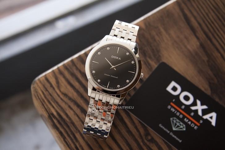 Lý do đồng hồ Doxa D157SBK máy quartz, giá hơn 18 triệu - Ảnh: 7