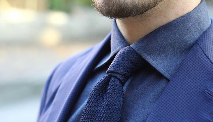 Cà vạt nên là món quà đi kèm với những chiếc áo sơ mi để tặng chồng