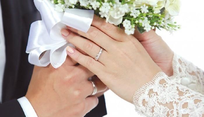 Một cặp nhẫn đôi để kỷ niệm ngày cưới là món quà đặc biệt