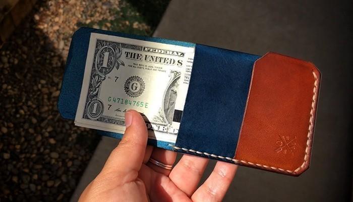Vợ tặng chồng ví tiền thường hàm ý nói chồng luôn cẩn thận trong chi tiêu