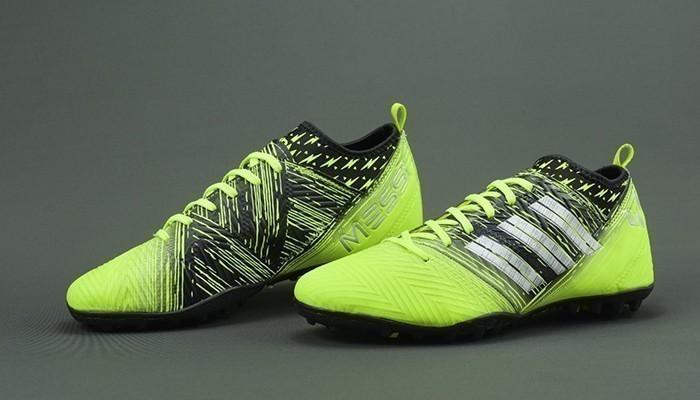 một đôi giày thể thao là món quà thể hiện luôn mong chồng mạnh khỏe