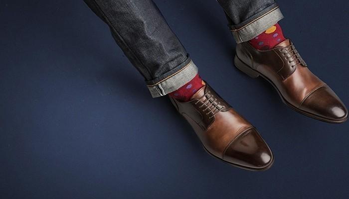Một đôi giày là rất thích hợp để làm quà tặng chồng