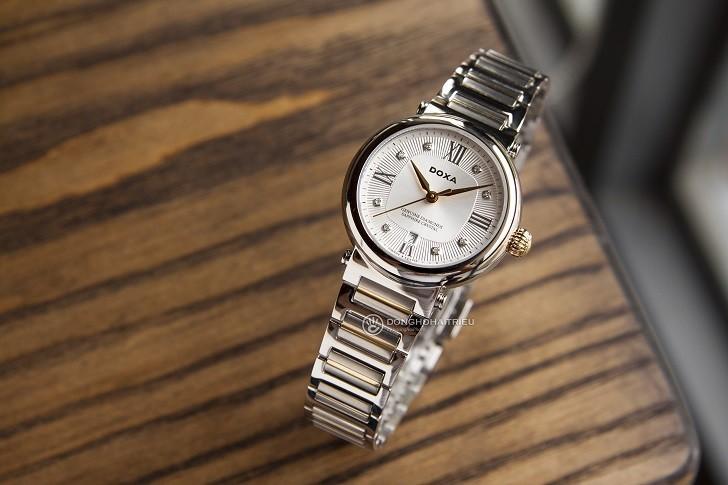 8 viên kim cương thật trên đồng hồ Doxa D186TSD (Thụy Sỹ) - Ảnh: 1