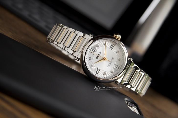 8 viên kim cương thật trên đồng hồ Doxa D186TSD (Thụy Sỹ) - Ảnh: