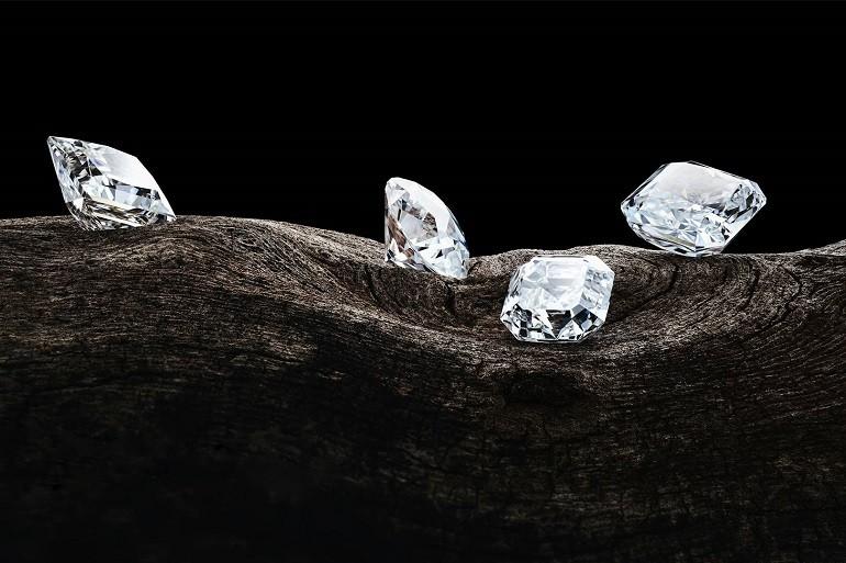 Đồng hồ gắn kim cương, họa tiết guilloché đắt đến mức nào? - Ảnh: 1