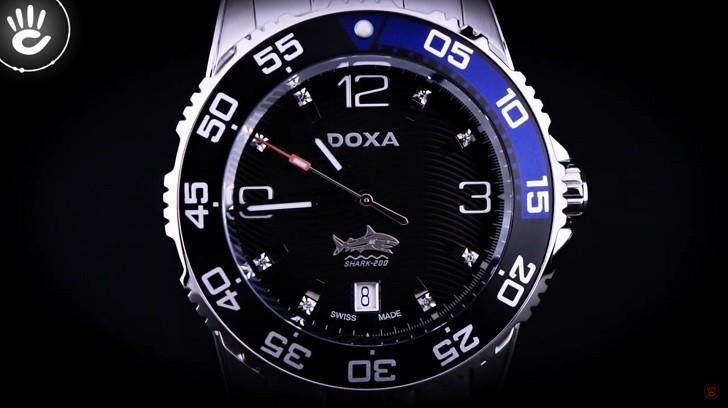 Hàng loạt chi tiết đắt tiền trên đồng hồ Doxa D162SBU (Thụy Sỹ) - Ảnh: 3