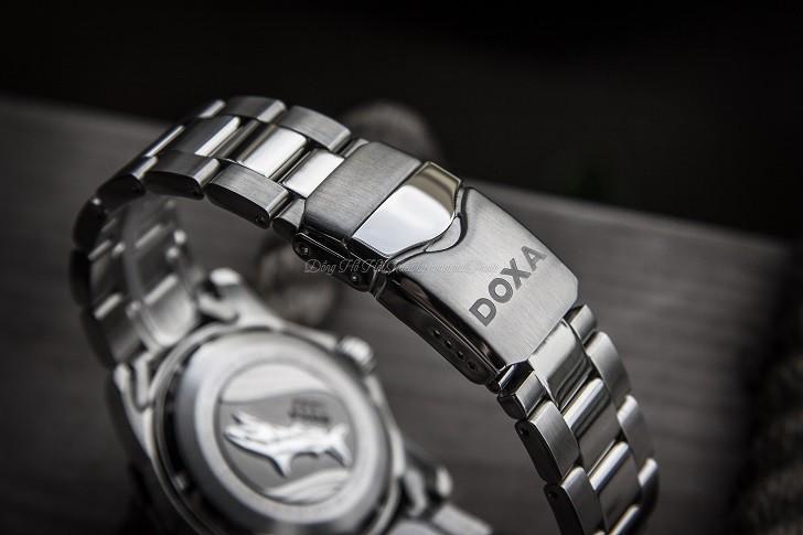 Hàng loạt chi tiết đắt tiền trên đồng hồ Doxa D162SBU (Thụy Sỹ) - Ảnh: 7
