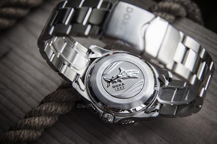 Hàng loạt chi tiết đắt tiền trên đồng hồ Doxa D162SBU (Thụy Sỹ) - Ảnh: 8