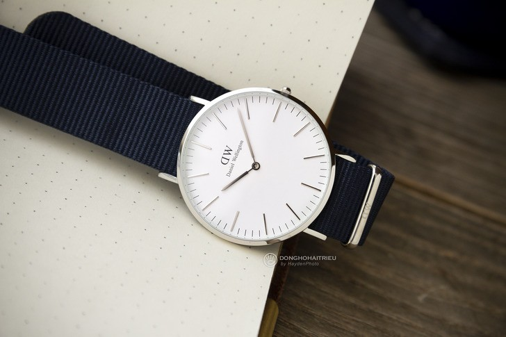Đồng hồ Daniel Wellington DW00100276: Sắc xanh của tuổi trẻ - Ảnh 1