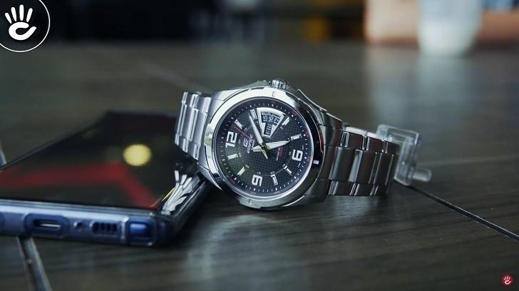 Đồng hồ Casio EF-129D-1AVUDF chịu nước 10ATM, đi bơi thoải mái - Ảnh: 4