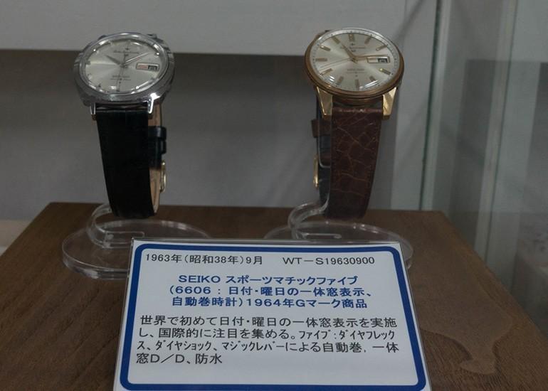 đồng hồ Seiko 5 phiên bản 1963 với vỏ trắng và vỏ vàng tại bảo tàng Seiko