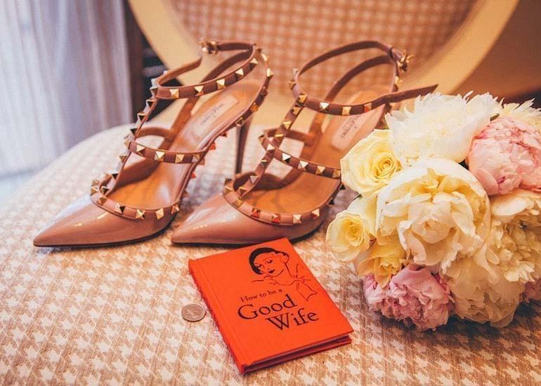 quà tặng 20-10 cho bạn thân nữ - giày dép