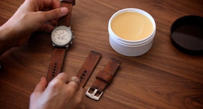 Cách khử mùi và vệ sinh dây da đồng hồ bằng giấm, xà phòng - Ảnh: 3