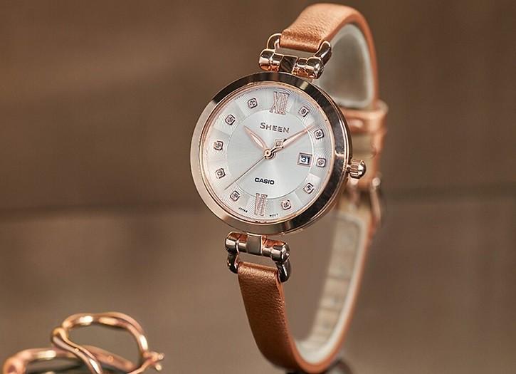 Đồng hồ nữ Casio SHE-4055PGL-7BUDF đính đá sang trọng - Ảnh 1