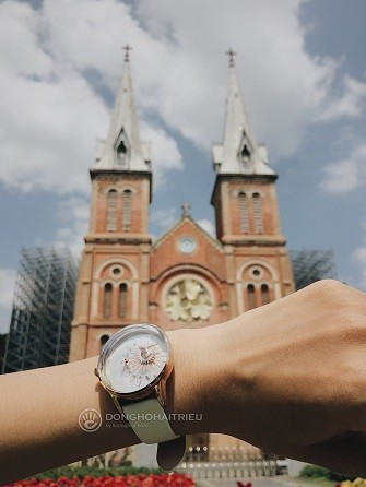 Xu hướng ưa chuộng hiện nay là đồng hồ mặt to, kính cong vòm - Ảnh: 12