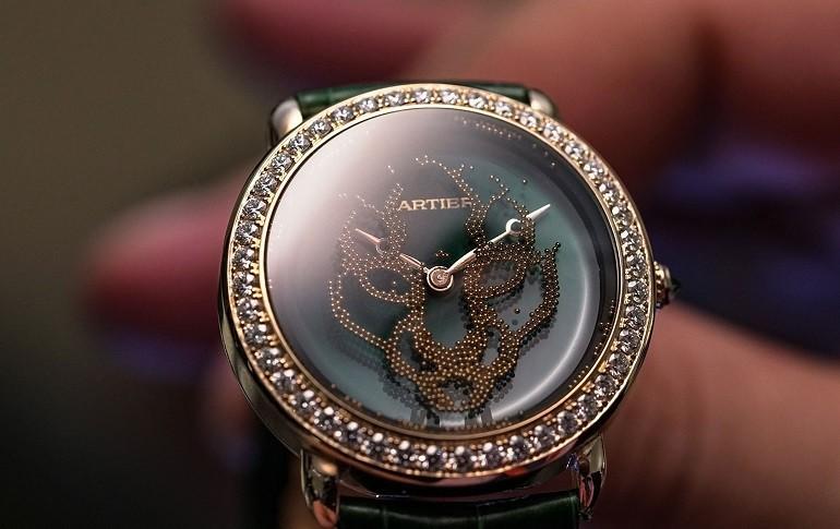 Xu hướng ưa chuộng hiện nay là đồng hồ mặt to, kính cong vòm - Ảnh: 3