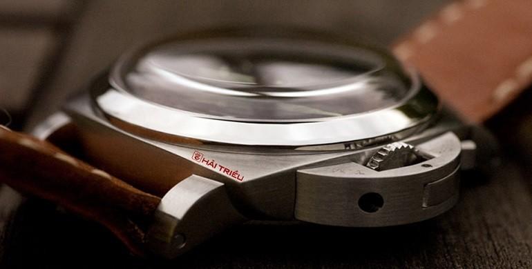 Xu hướng ưa chuộng hiện nay là đồng hồ mặt to, kính cong vòm - Ảnh: 6