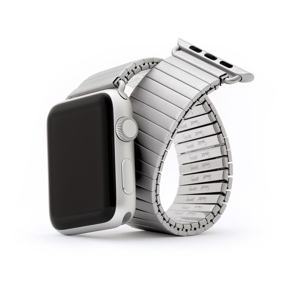 Một chiếc dây đồng hồ kim loại co dãn thiết kế cho Apple watch