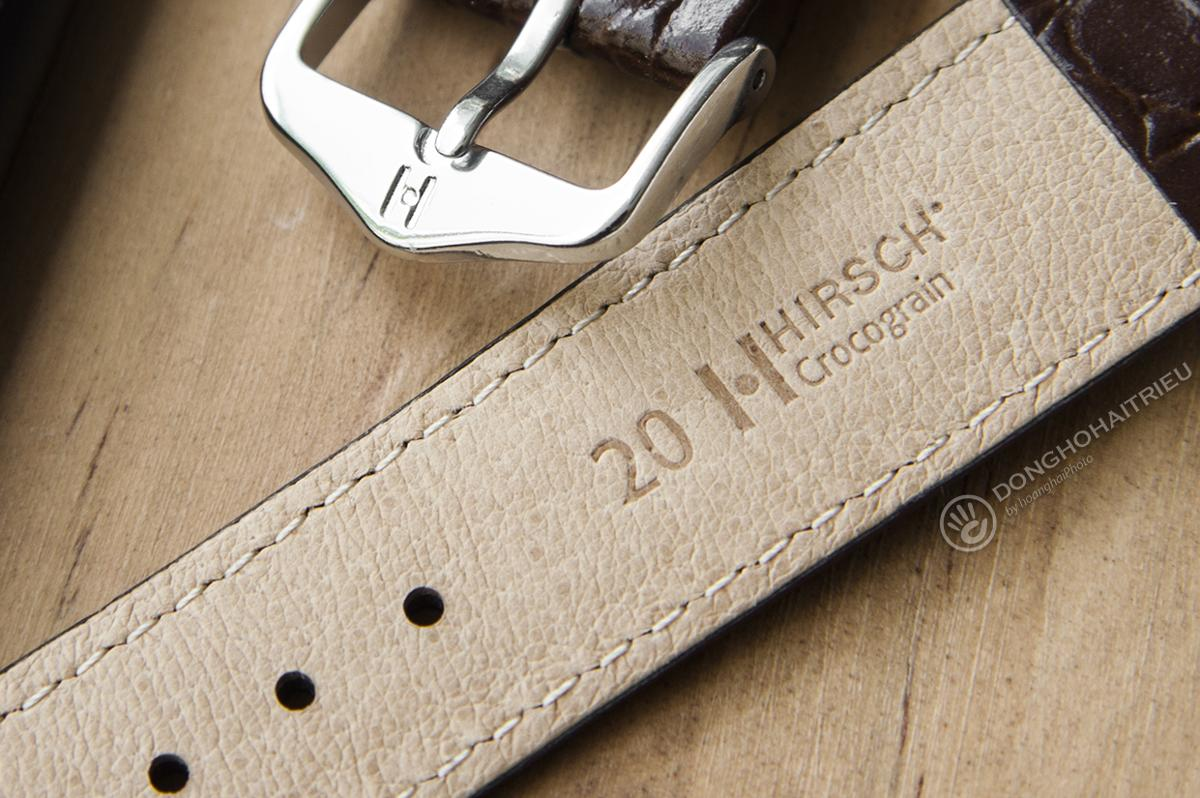 Cận cảnh bề mặt da lót Soft Glove của dây Hirsch Crocograin
