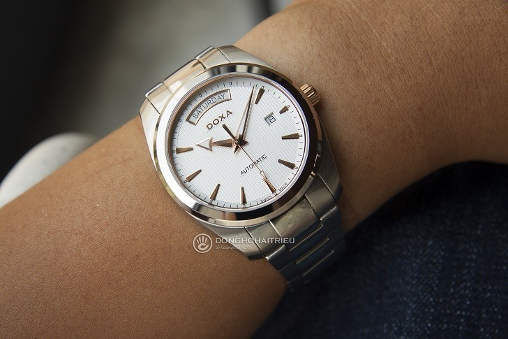 Đồng hồ Doxa D205RWH: máy cơ, kim dạ quang, lịch rộng,... - Ảnh: 5