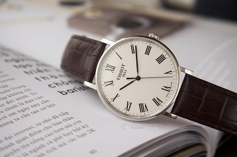 Các thương hiệu đồng hồ nổi tiếng, giá bình dân tại Việt Nam- Ảnh: Tissot T109.410.16.033.00