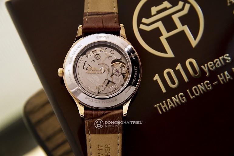 Đánh giá đồng hồ Orient 1010, kỷ niệm 1010 năm Thăng Long - Ảnh: Mặt sau