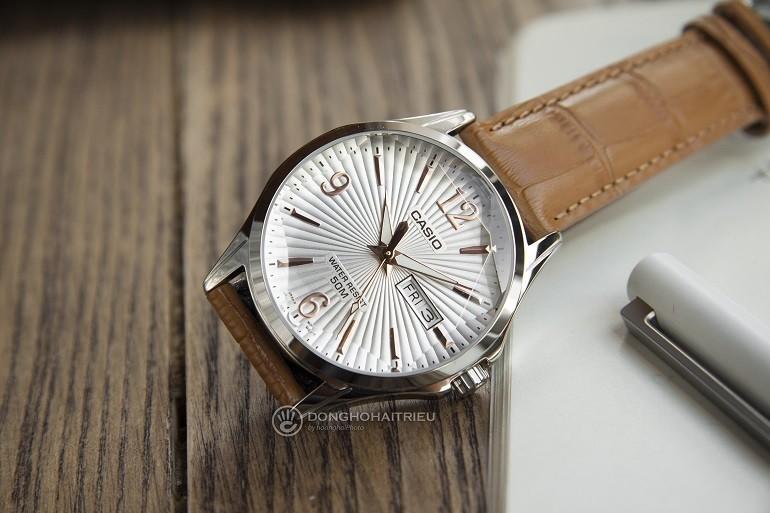 5 thương hiệu đồng hồ nam giá từ 2 đến 3 triệu tốt nhất - Ảnh: Casio MTP-E120LY-7AVDF