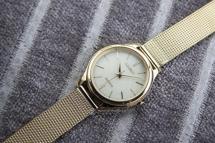 Đồng hồ Citizen EM0502-86P dây lưới, máy Eco-Drive sành điệu - Ảnh: 8