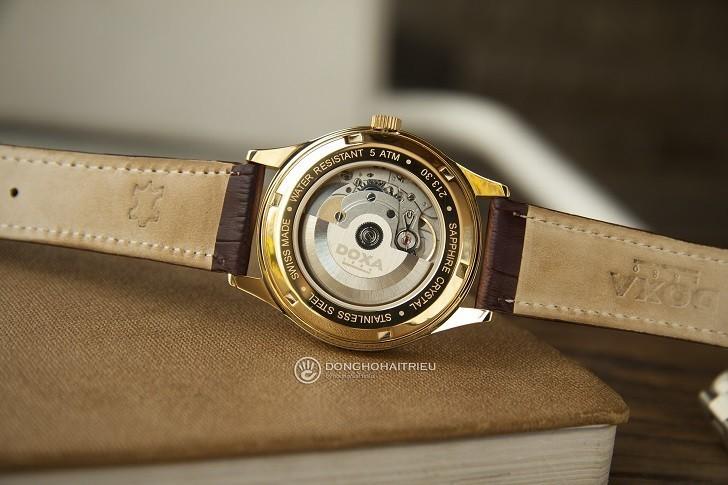 Đồng hồ Doxa 213.30.301.02 với sắc vàng sang trọng từ mặt số - Ảnh: 5