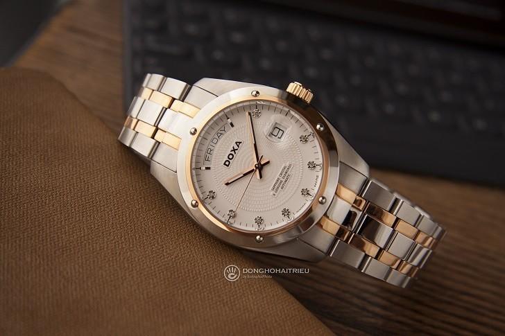 Đồng hồ Doxa D171RWH với 8 viên kim cương vô cùng đắt giá - Ảnh: 1