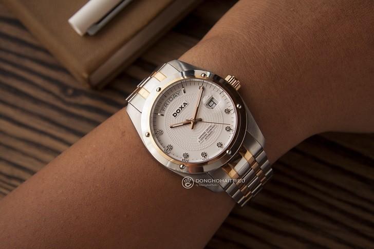 Đồng hồ Doxa D171RWH với 8 viên kim cương vô cùng đắt giá - Ảnh: 2