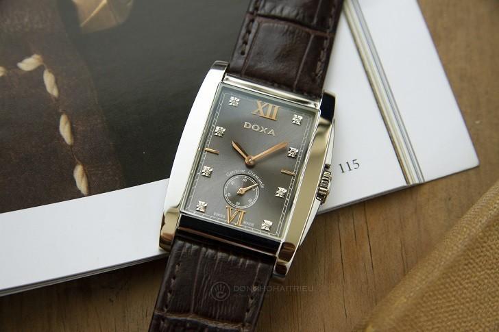 Đồng hồ Doxa D193SGY đắt giá với 8 viên kim cương thật nơi mặt số - Ảnh: 1