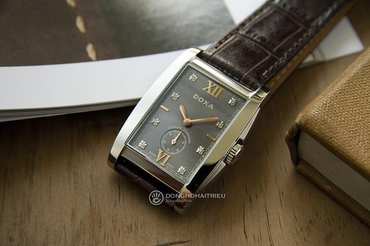 Đồng hồ Doxa D193SGY đắt giá với 8 viên kim cương thật nơi mặt số - Ảnh: 2