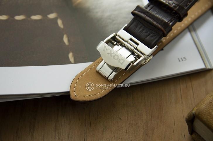 Đồng hồ Doxa D193SGY đắt giá với 8 viên kim cương thật nơi mặt số - Ảnh: 3