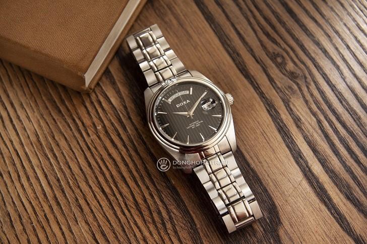 Đồng hồ Doxa D122SBK mạnh mẽ, vận hành bởi máy cơ Thụy Sỹ - Ảnh: 3
