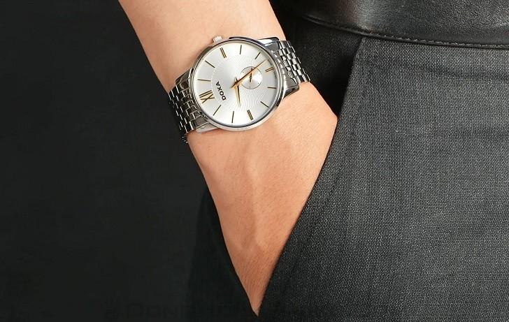 Đồng hồ Doxa D155SST với họa tiết vân Guilloché độc đáo - Ảnh: 5
