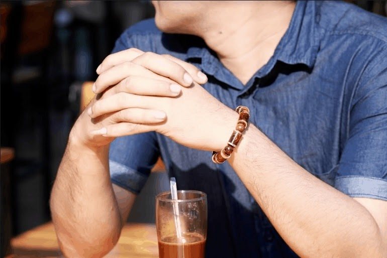 Vòng đeo tay phong thủy sẽ là phụ kiện mang lại nhiều may mắn