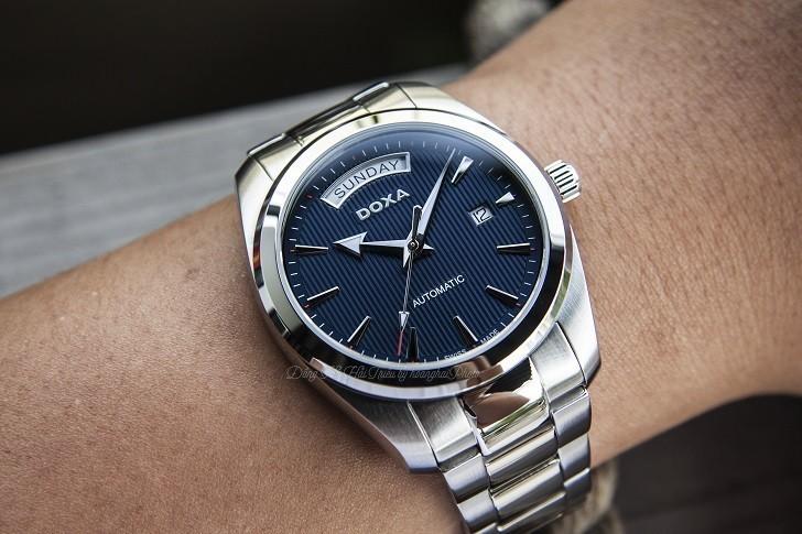 Đồng hồ Doxa D205SBU mặt số xanh cuốn hút, vỏ thép không gỉ bền bỉ - Ảnh: 4