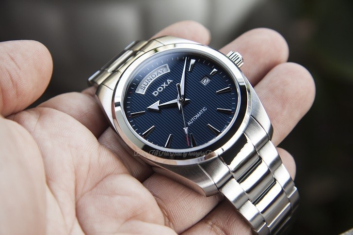 Đồng hồ Doxa D205SBU mặt số xanh cuốn hút, vỏ thép không gỉ bền bỉ - Ảnh: 2